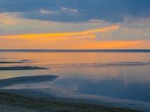 Выравнивать сумерки на береге залива Риги в Jurmala Балтийское море, Латвия, Европа стоковое фото rf