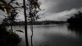 выравнивать хмурое озеро Стоковая Фотография