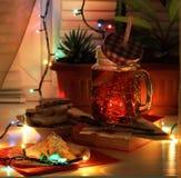 Выравнивать чай с домодельными печеньями стоковая фотография rf