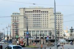 Выравнивающ гостиницу Москву квадрат Manezh стоковое изображение