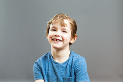 Выражения мальчика - счастливая улыбка Стоковое Изображение RF