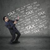 Выразительный предприниматель имея проблемы налога Стоковые Изображения