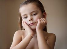 Вырастите вверх в красивой девушке стоковая фотография