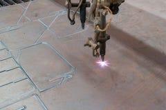 Вырезывание машины CNC стальное Стоковое фото RF