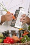 вырезывание моркови стоковая фотография rf