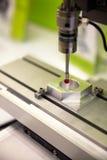 Вырезывание процесса металлического листа с предохранением от защитного стекла Курорт Стоковое Изображение