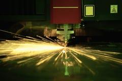 Вырезывание процесса металлического листа Стоковая Фотография