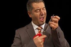 вырезывание себя бизнесмена ушибло scisors ногтей Стоковые Фото