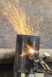 Вырезывание трубы металла Стоковые Фотографии RF