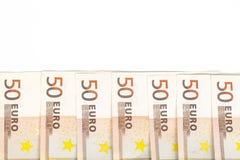 Выровнянные деньги евро банкнот 50 европейские на белой предпосылке Стоковое Фото