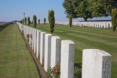 Выровнянные могильные камни на кладбище Кабар-румян Стоковая Фотография RF