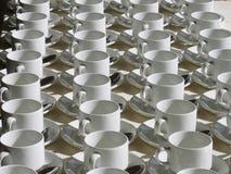 выровнянные чашки стоковые фото