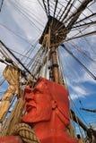 Высекаенная голова матроса покрашенная в веревочках оранжевого красного цвета и такелажирования  Стоковые Изображения RF