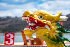 Высекаенная и покрашенная голова дракона Dragonboat Стоковые Изображения RF