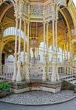 Высекаенная колоннада парка в Karlovy меняет чехию стоковые изображения rf