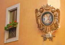 Высекаенная рамка Анджела и Ave Марии с frescoe Mary и Jesu Стоковые Фотографии RF