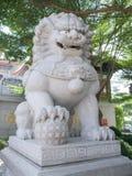 Высекаенные каменные львы стоковые фотографии rf
