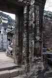 Высекаенный предохранитель рядом с южным входом входа на виске Preah Khan двенадцатого века стоковые фото