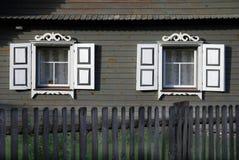 высеканные деревенские окна Стоковые Изображения RF