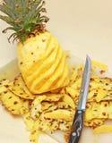 высекать ананас стоковые фото
