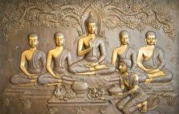Высекать Будды деревянный Стенные росписи говорят рассказ о истории ` s Будды стоковое изображение rf