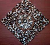 высекать древесину орнамента цветка старую Стоковые Изображения RF