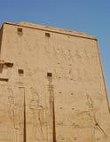 высекать стену виска Египета edfu Стоковые Фото