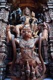 Высекать Garuda деревянный Стоковое фото RF