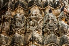 Высекающ на Wat Si Sawai, парке Sukhothai историческом, Таиланде Стоковое фото RF