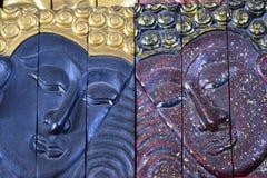 Высекая древесина Будды смотрит на Стоковое Фото