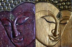 Высекая древесина Будды смотрит на Стоковая Фотография