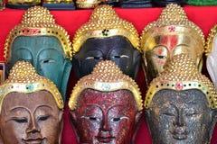 Высекая древесина Будды смотрит на Стоковое Изображение RF