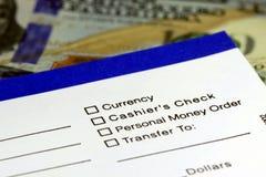 Выскальзывание банковского трансфера дохода дела Стоковое фото RF