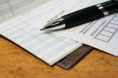 Выскальзывание депозита с гроссбухом проверки Стоковая Фотография
