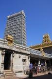 Высокая башня Gopuram в городе Gokarna стоковые изображения rf