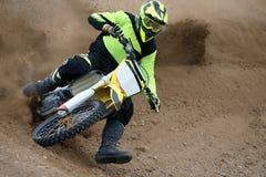 высокая гонка летая мотовелосипеда motocross Стоковая Фотография