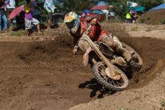 высокая гонка летая мотовелосипеда motocross Стоковое фото RF