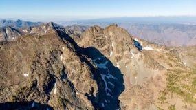 Высокая гора высоты peals над каньоном адов в Айдахо стоковая фотография