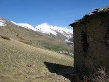 высокая гора хаты стоковое фото rf