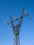 высокая линия напряжение тока рангоута стоковая фотография