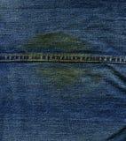 Текстура ткани джинсовой ткани - с швом & пятном Стоковая Фотография RF
