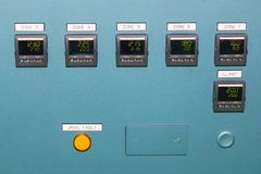 Высокая точность много дисплей прибора контроля температуры на пульте управления для промышленного стоковая фотография rf