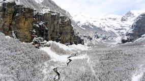Высокие высокогорные снежности в французских горных вершинах Стоковые Фотографии RF