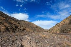 Высокие горы атласа Идя тропа Стоковые Фотографии RF