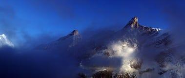 Высокие горы гималайской горной цепи Стоковые Фотографии RF