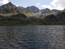 высокие горы озера стоковые фотографии rf