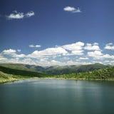 высокие горы озера Стоковое Фото