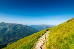 Высокие горы с следами для туристов, Kasprowy Wierch Стоковое Фото