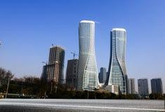 Высокие здания и скоростные дороги города Стоковое Фото