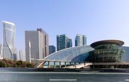 Высокие здания и скоростные дороги города Стоковая Фотография
